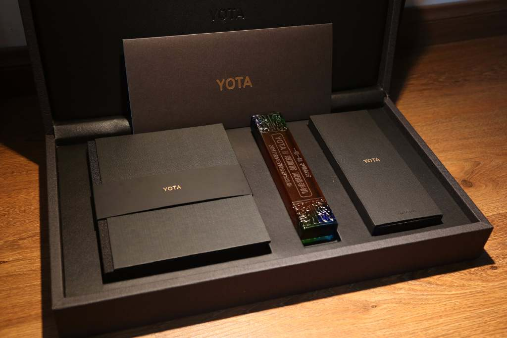 yotaphone-yota-3